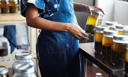Vom Sinn und Zweck medizinierter Öle im Ayurveda