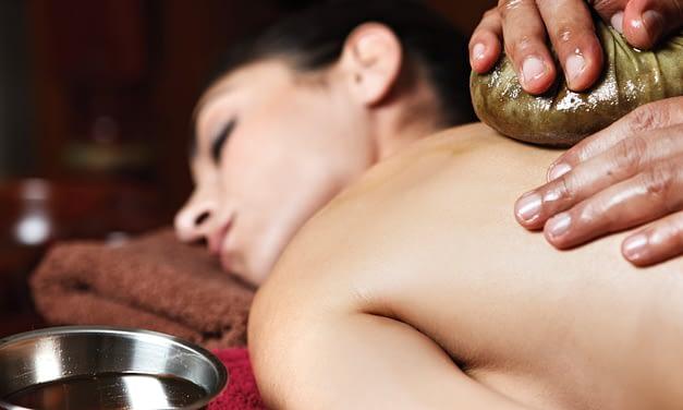 Pinda Sweda – Die Massage mit Kräuterbeuteln